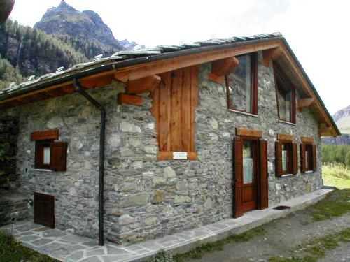 Casa vacanze in rhemes st georges appartamenti gran paradiso - Immagini case belle esterno ...