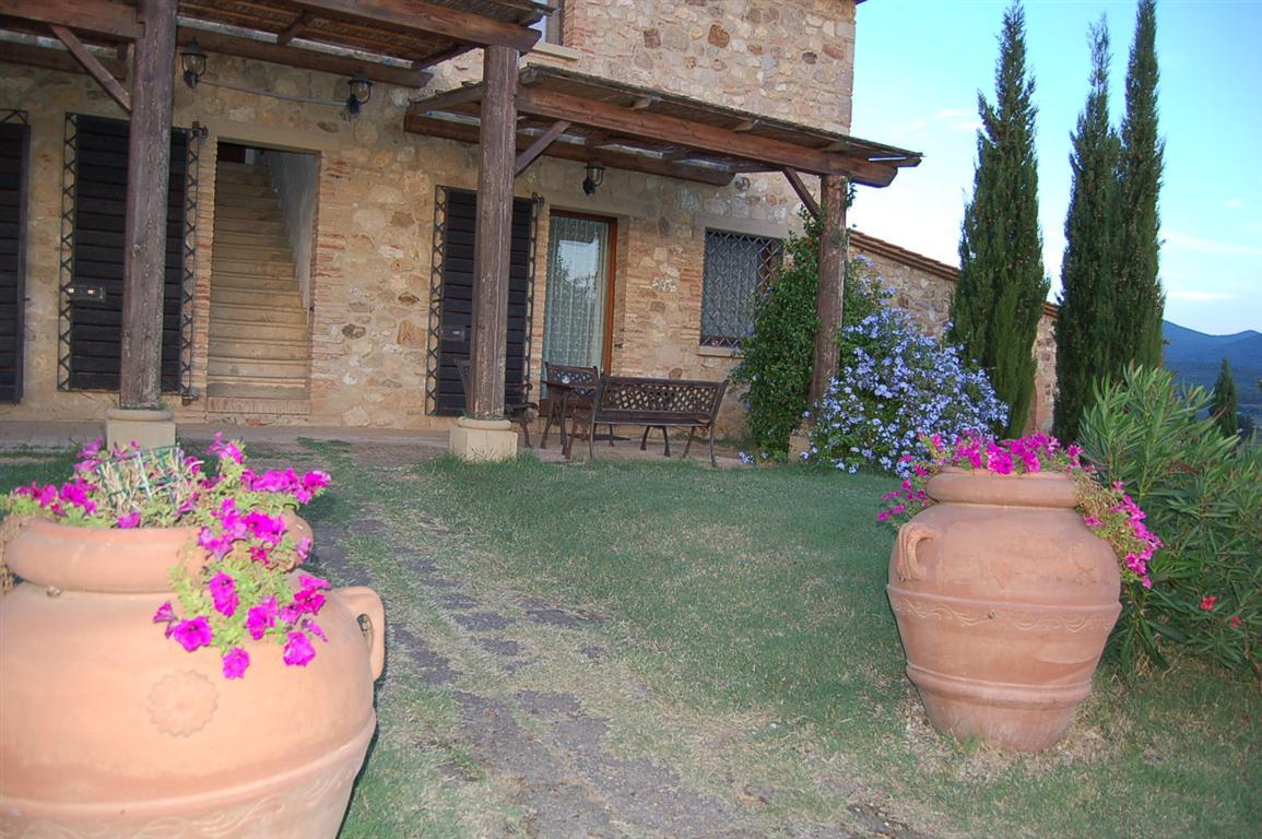 Casa vacanze in bibbona podere novo for Case rustiche esterno
